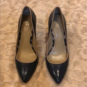 Ann Taylor heels in navy blue with tan trim